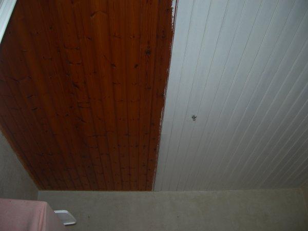 Peinture lambris plafond laquer blanc renovation en for Peinture lambris